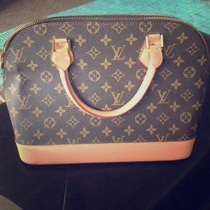 Louis Vuitton handbag ! ✨✨